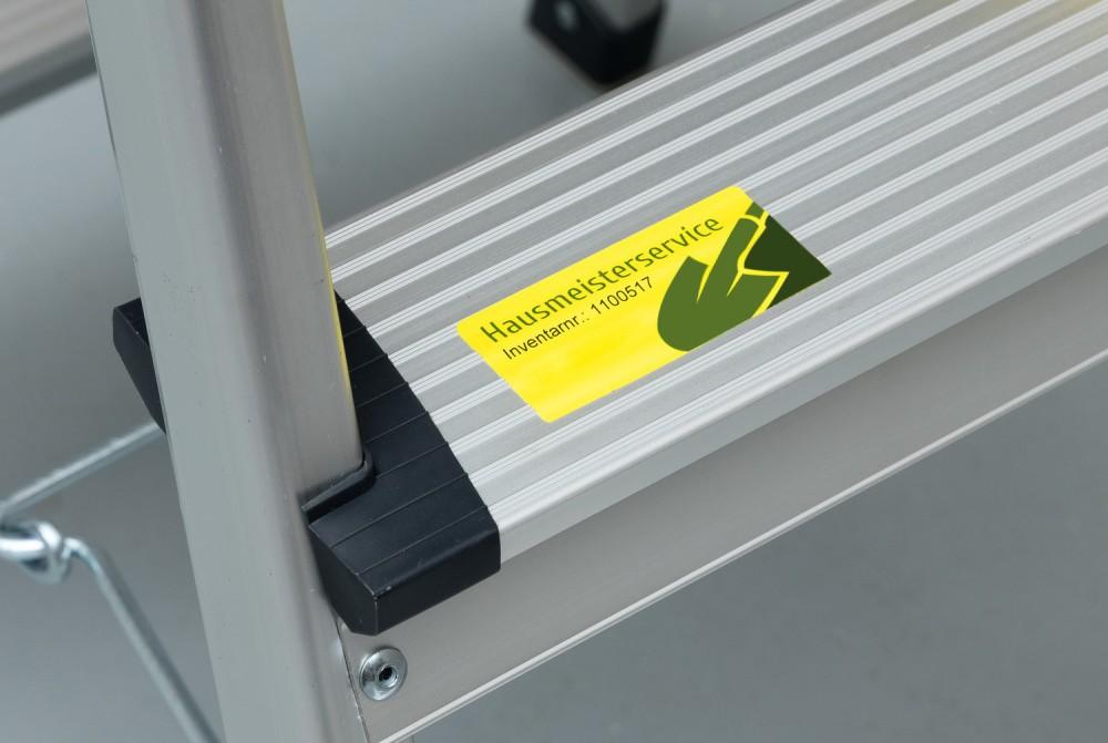 Avery Zweckform No. L6111-20 sárga színű 210 x 297 mm méretű, lézernyomtatóval nyomtatható, öntapadós időjárásálló etikett címke, erős, tartós ragasztóval A4-es íven - kiszerelés: 20 címke / 20 ív